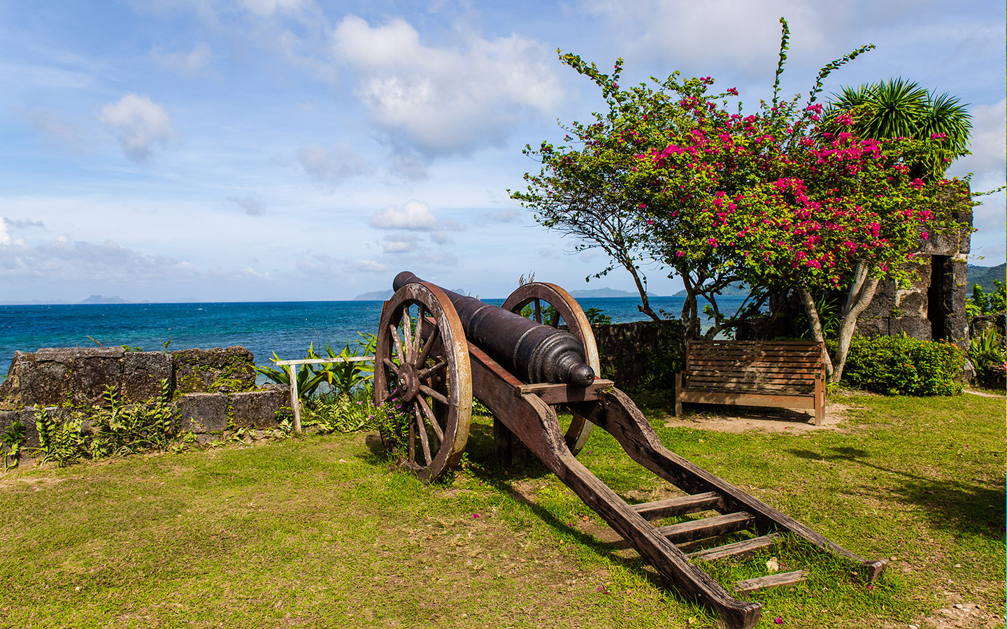 historical cannon on top of Fuerza de Isabel